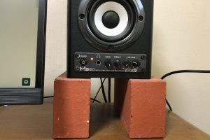 speaker, on blocks