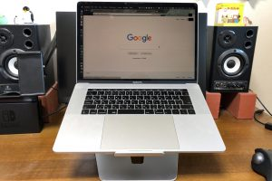 MacBook Pro用ラップトップスタンドを買ってみた